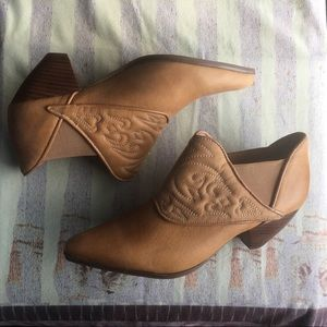 Jeffrey Campbell Iona Quilted Ankle Boots size 8